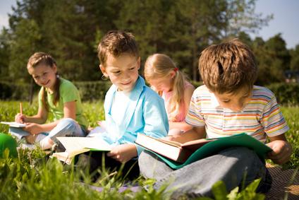 Fotolia_16591205_XS.Kids-in-Field-1-1.jpg
